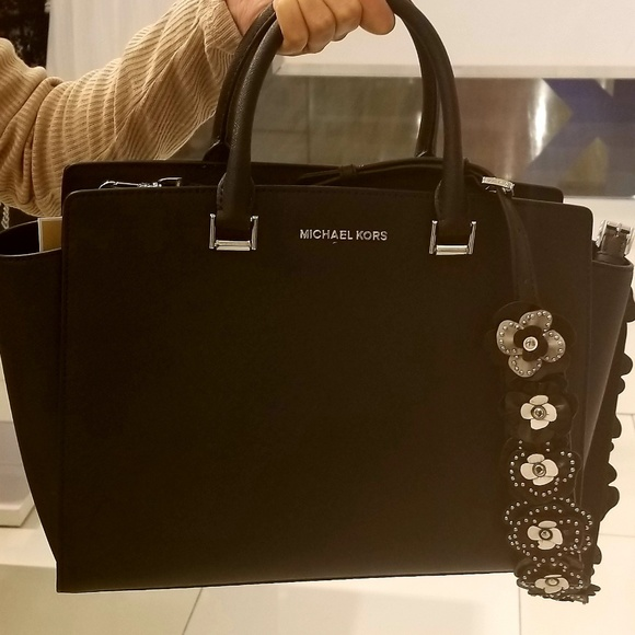 23526a3cc9b2 Michael Kors Bags | Selma L Tz Satchel Leather Black | Poshmark